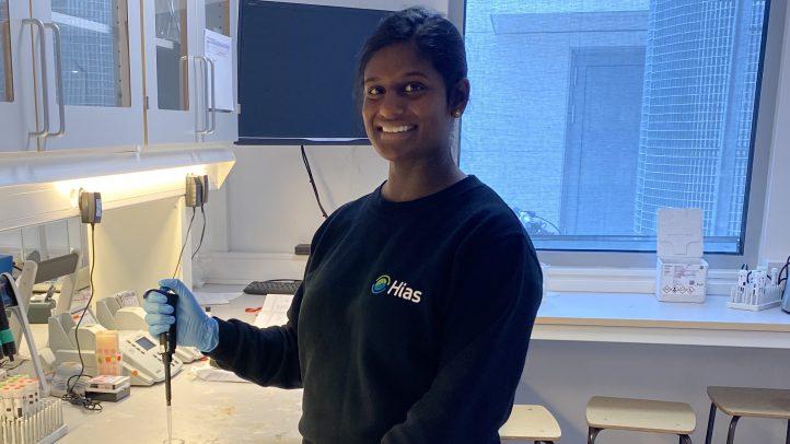Vinusha er trainee i Hias – Liker at det skjer mye!