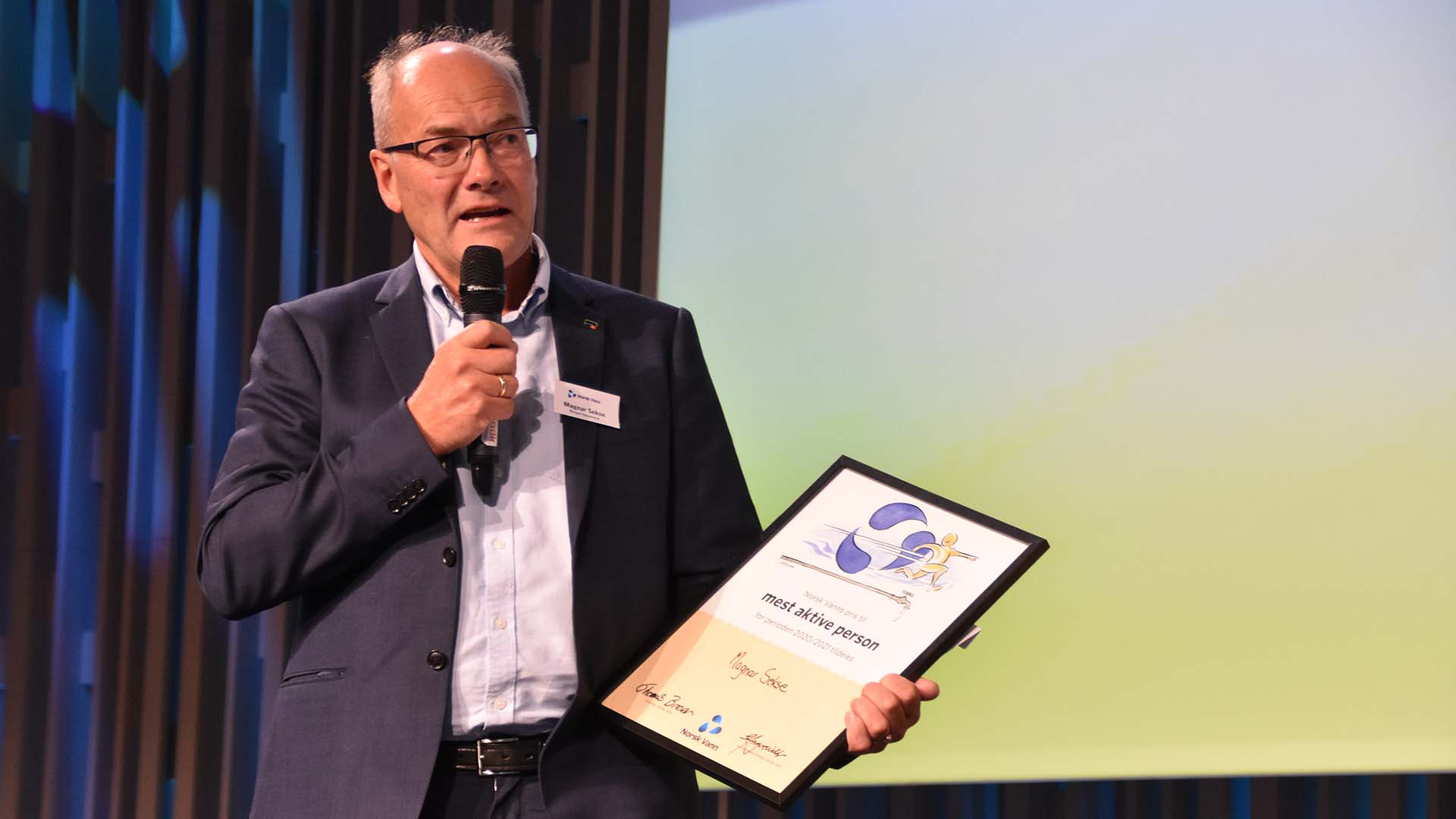 Magnar Sekse mottar Norsk Vanns pris for mest aktive medlem